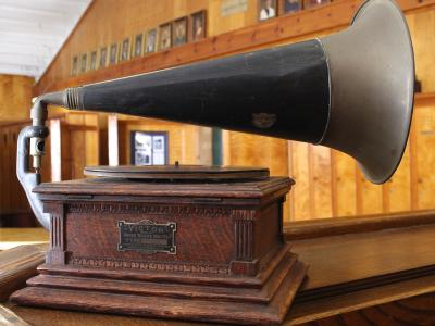 Phonograph used at Atlantic City Country Club